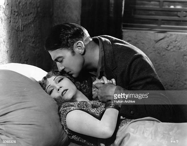 Gilda Gray and Clive Brook in a romantic scene from the film 'Devil Dancer' directed by Fred Niblo