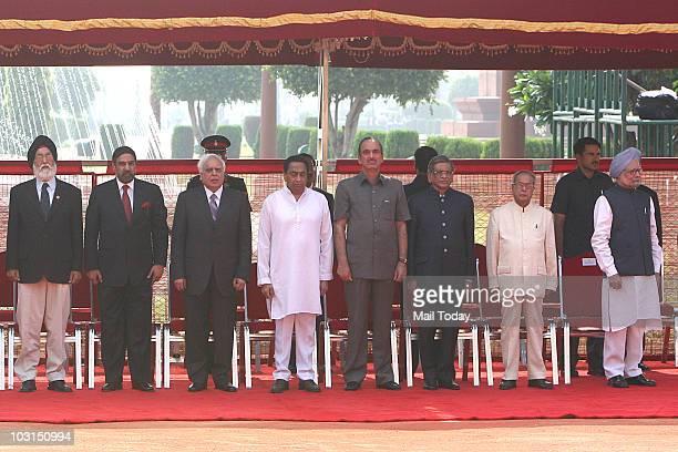KPS Gill Anand Sharma Kapil Sibal Kamal Nath Ghulam Nabi Azad SM Krishna Pranab Mukherjee and Manmohan Singh during Britih Prime Minister David...