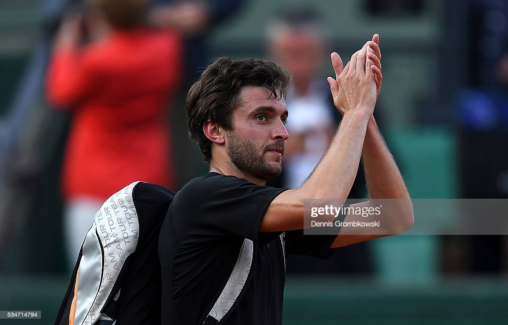 <a gi-track='captionPersonalityLinkClicked' href=/galleries/search?phrase=Gilles+Simon&family=editorial&specificpeople=548968 ng-click='$event.stopPropagation()'>Gilles Simon</a> of France applauds the fans following his defeat during the Men's Singles third round match against Viktor Troicki of Serbia on day six of the 2016 French Open at Roland Garros on May 27, 2016 in Paris, France.