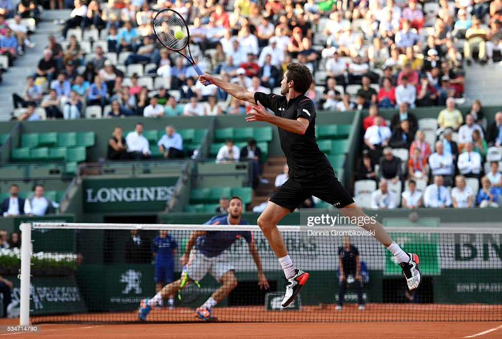 <a gi-track='captionPersonalityLinkClicked' href=/galleries/search?phrase=Gilles+Simon&family=editorial&specificpeople=548968 ng-click='$event.stopPropagation()'>Gilles Simon</a> of France hits a backhand during the Men's Singles third round match against Viktor Troicki of Serbia on day six of the 2016 French Open at Roland Garros on May 27, 2016 in Paris, France.