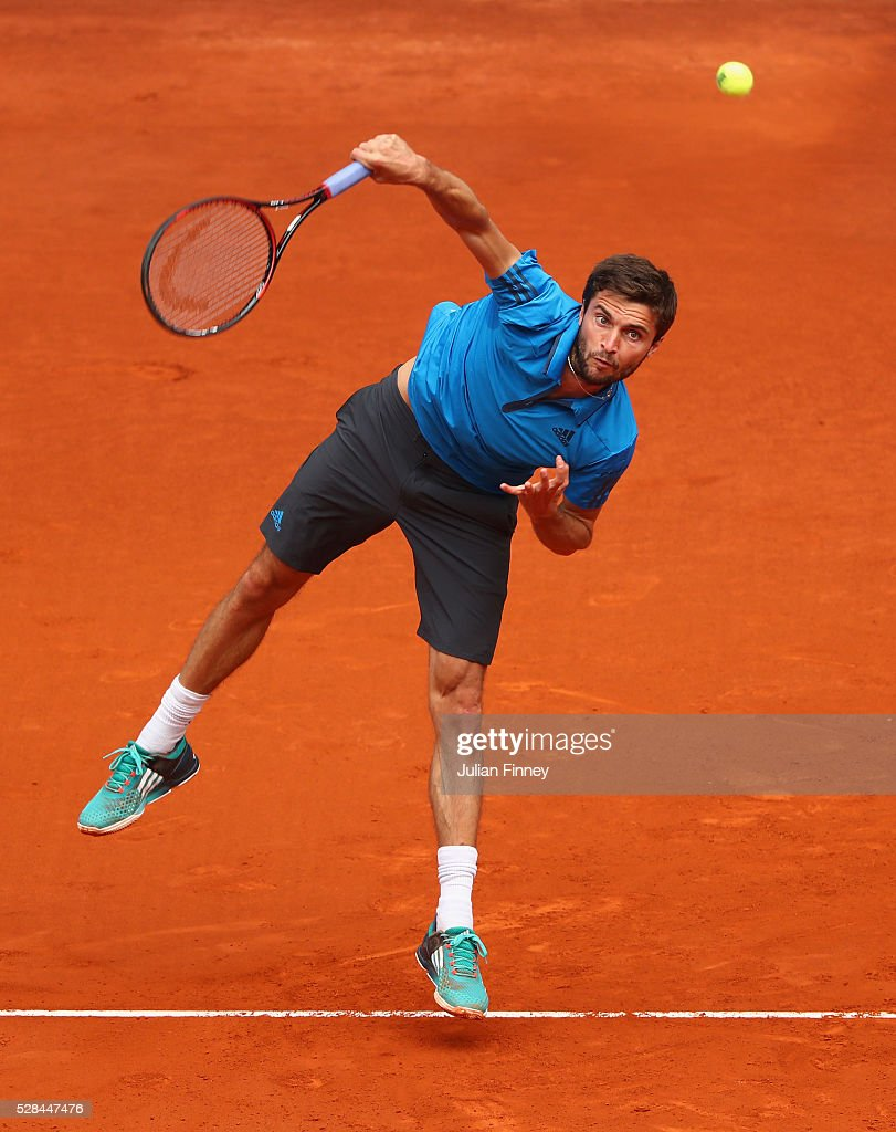 <a gi-track='captionPersonalityLinkClicked' href=/galleries/search?phrase=Gilles+Simon&family=editorial&specificpeople=548968 ng-click='$event.stopPropagation()'>Gilles Simon</a> of France in action against Andy Murray of Great Britain during day six of the Mutua Madrid Open tennis tournament at the Caja Magica on May 05, 2016 in Madrid, Spain.