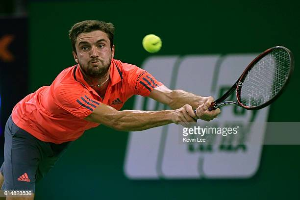 Gilles Simon of France returns a shot to Andy Murray of Great Britain during their Men's Single SemiFinal match in ATP Shanghai Rolex Masters 2016 on...