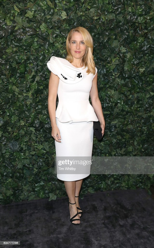 gillian-anderson-attends-a-pre-bafta-party-hosted-by-charles-finch-picture-id634777296