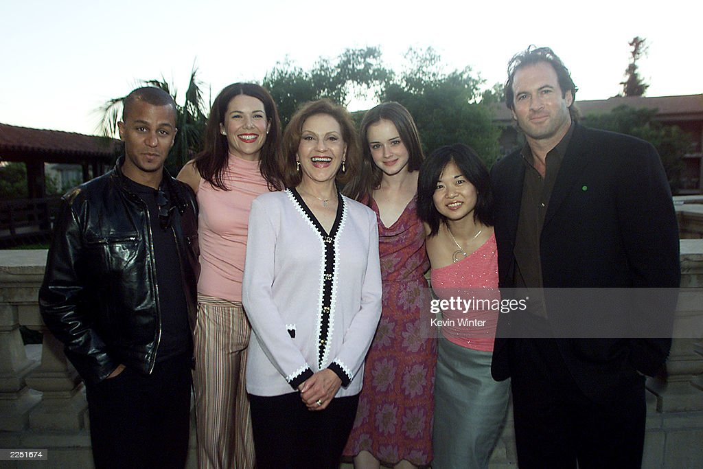 Gilmore Girls cast members left Yanic Truesdale Lauren Graham Kelly Bishop Alexis Bledel Keiko Agena and Scott Patterson at the 17th Annual TCA...
