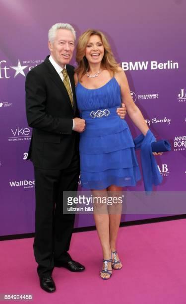 Gilzer Maren Schauspielerin D mit Ehemann Egon Freiheit anlaesslich Verleihung der Duftstars in Berlin
