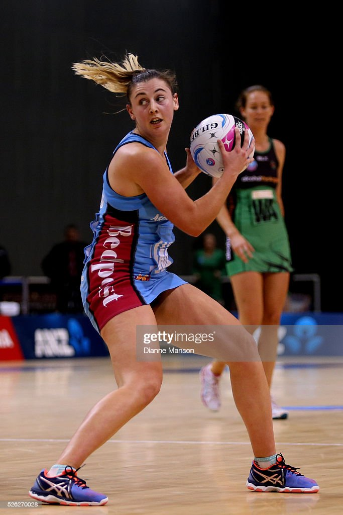 Gina Crampton of the Steel looks to pass the ball during the ANZ Championship match between the Steel and the Fever on April 30, 2016 in Invercargill, New Zealand.