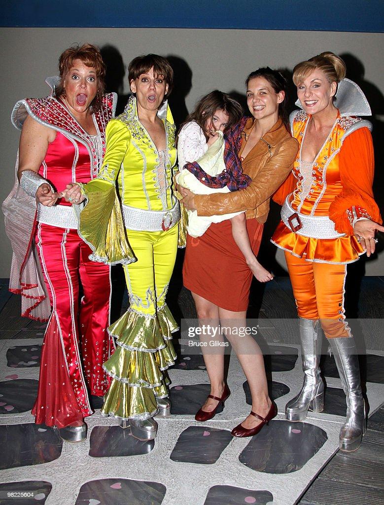 photos et images de celebrities visit broadway april 2 2010