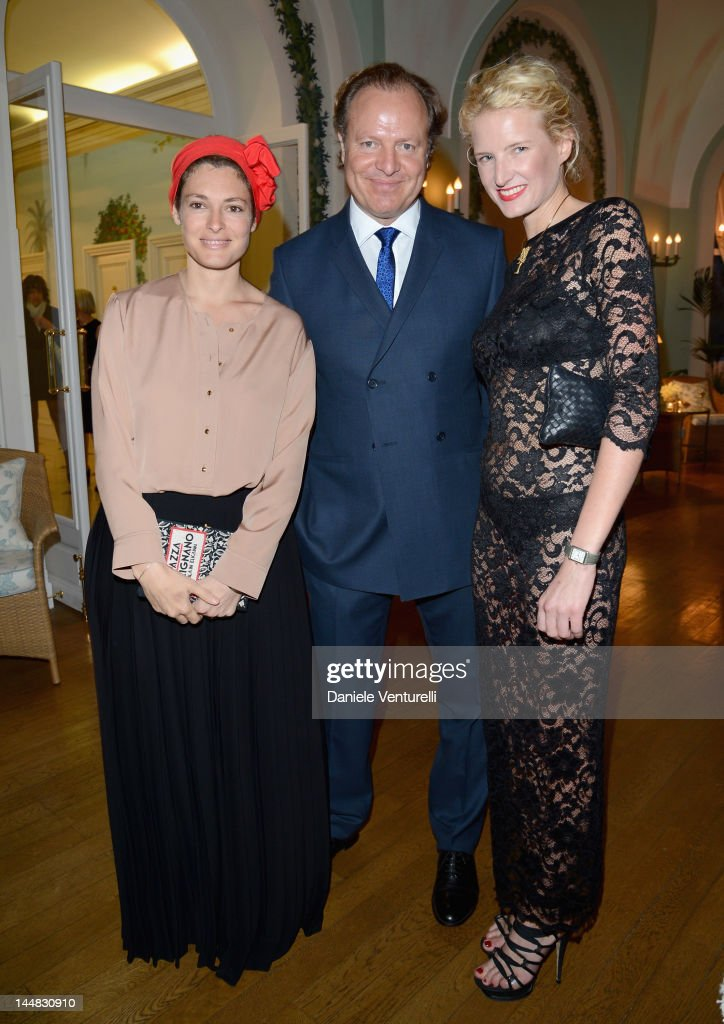 <a gi-track='captionPersonalityLinkClicked' href=/galleries/search?phrase=Ginevra+Elkann&family=editorial&specificpeople=4494517 ng-click='$event.stopPropagation()'>Ginevra Elkann</a> (L) and Fiona Scarry (R) attend the Vanity Fair and Gucci Party at Hotel Du Cap during 65th Annual Cannes Film Festival on May 19, 2012 in Antibes, France.