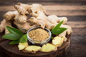 Ginger root and ginger powder in the bowl