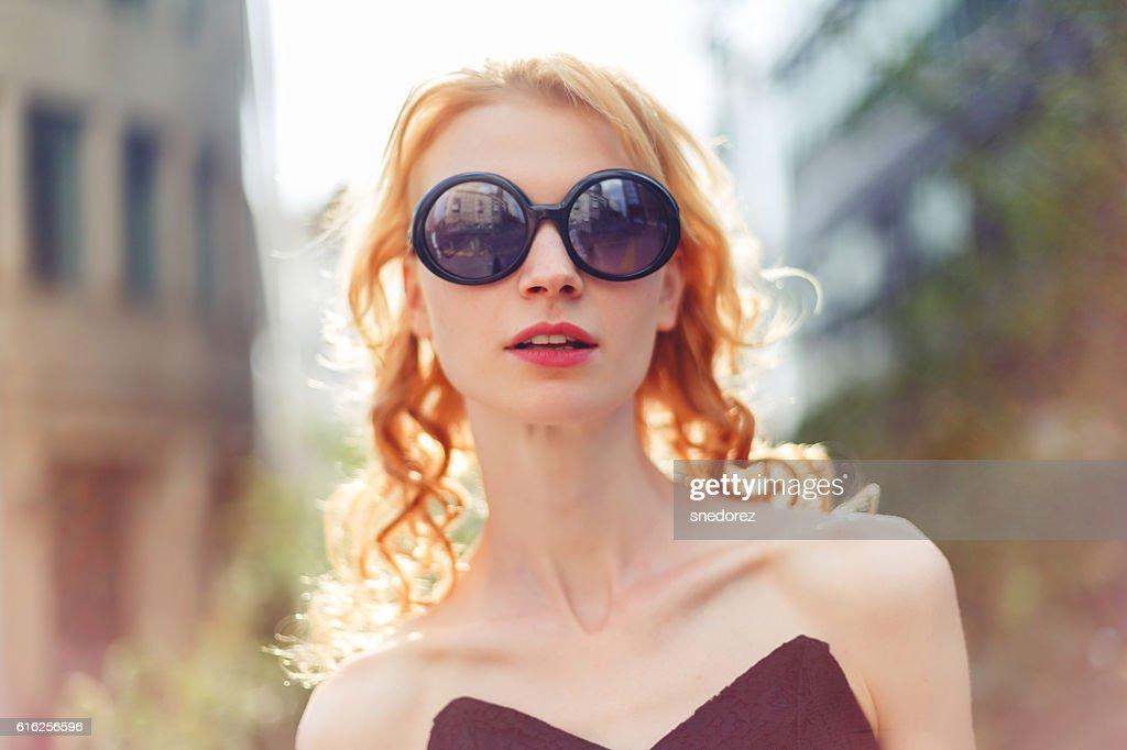 Ginger woman in sunglasses , photo toned : Foto de stock