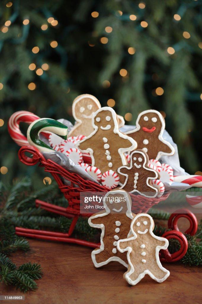 Gingerbread man cookies in sleigh