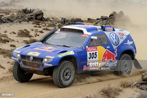 Giniel de Villiers of South Africa steers his Volkswagen during the 9th stage of the Dakar 2009 between La Serena and Copiapo Chile on January 12...