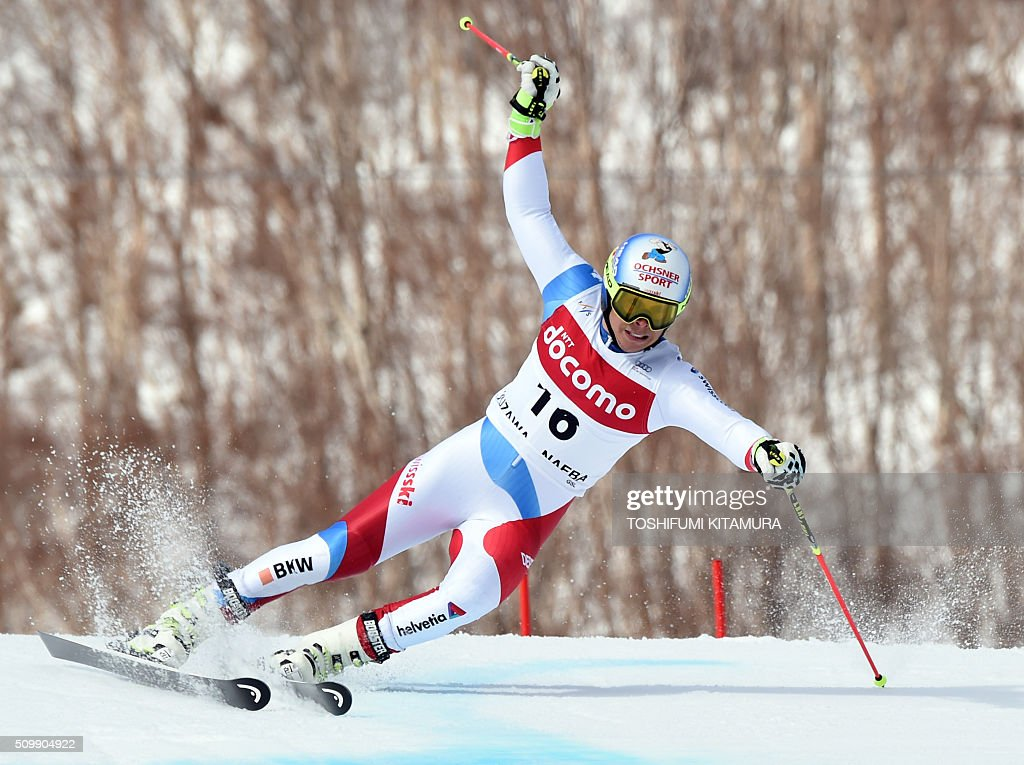 Gino Caviezel of Switzerland skies down the course during his first run at the FIS Ski World Cup 2015/2016 6th men's giant slalom in Naeba, Niigata prefecture on February 13, 2016. AFP PHOTO / TOSHIFUMI KITAMURA / AFP / TOSHIFUMI KITAMURA