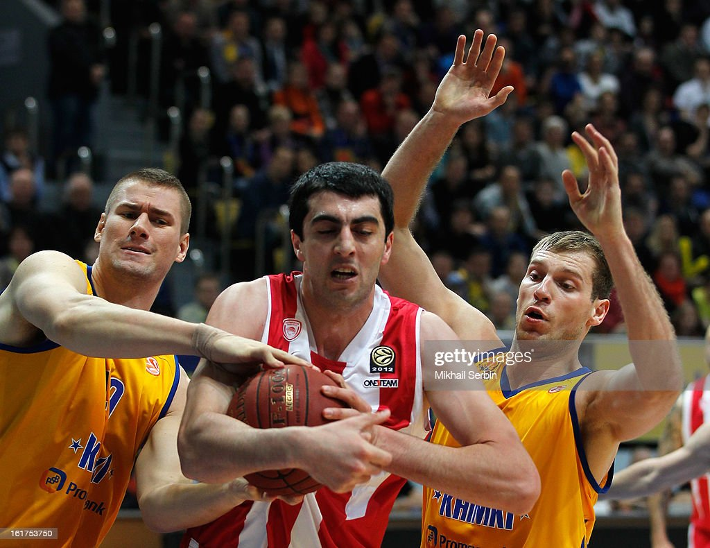 Giorgi Shermadini, #9 of Olympiacos Piraeus competes with Paul Davis, #40 and Sergey Monya, #12 of BC Khimki Moscow Region in action during the 2012-2013 Turkish Airlines Euroleague Top 16 Date 7 between BC Khimki Moscow Region v Olympiacos Piraeus at Basketball Center of Moscow on February 15, 2013 in Moscow, Russia.