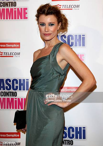Giorgia Wurth attends the 'Maschi Contro Femmine' Premiere held at Cinema Odeon on October 25 2010 in Milan Italy
