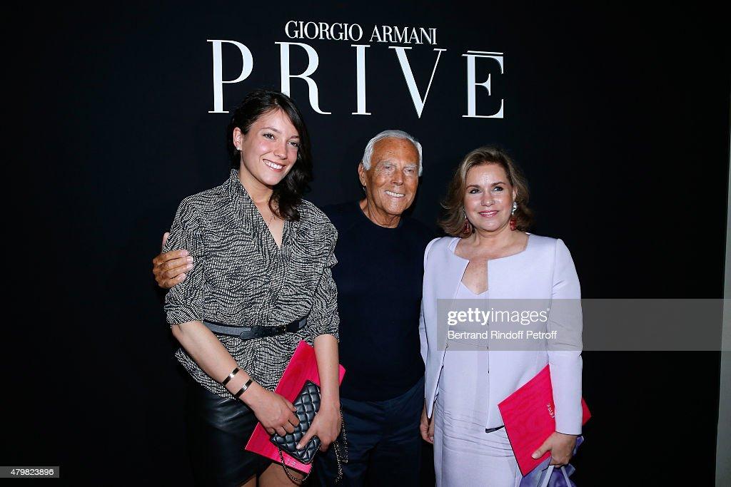 giorgio-armani-pose-backstage-between-grand-duchess-maria-teresa-de-picture-id479823896