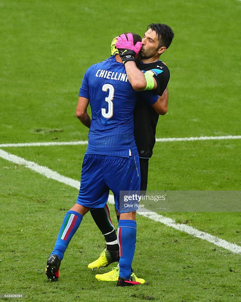 <a gi-track='captionPersonalityLinkClicked' href=/galleries/search?phrase=Giorgio+Chiellini&family=editorial&specificpeople=605793 ng-click='$event.stopPropagation()'>Giorgio Chiellini</a> (L) and <a gi-track='captionPersonalityLinkClicked' href=/galleries/search?phrase=Gianluigi+Buffon&family=editorial&specificpeople=208860 ng-click='$event.stopPropagation()'>Gianluigi Buffon</a> (R) of Italy celebrate their team's 2-0 win in the UEFA EURO 2016 round of 16 match between Italy and Spain at Stade de France on June 27, 2016 in Paris, France.