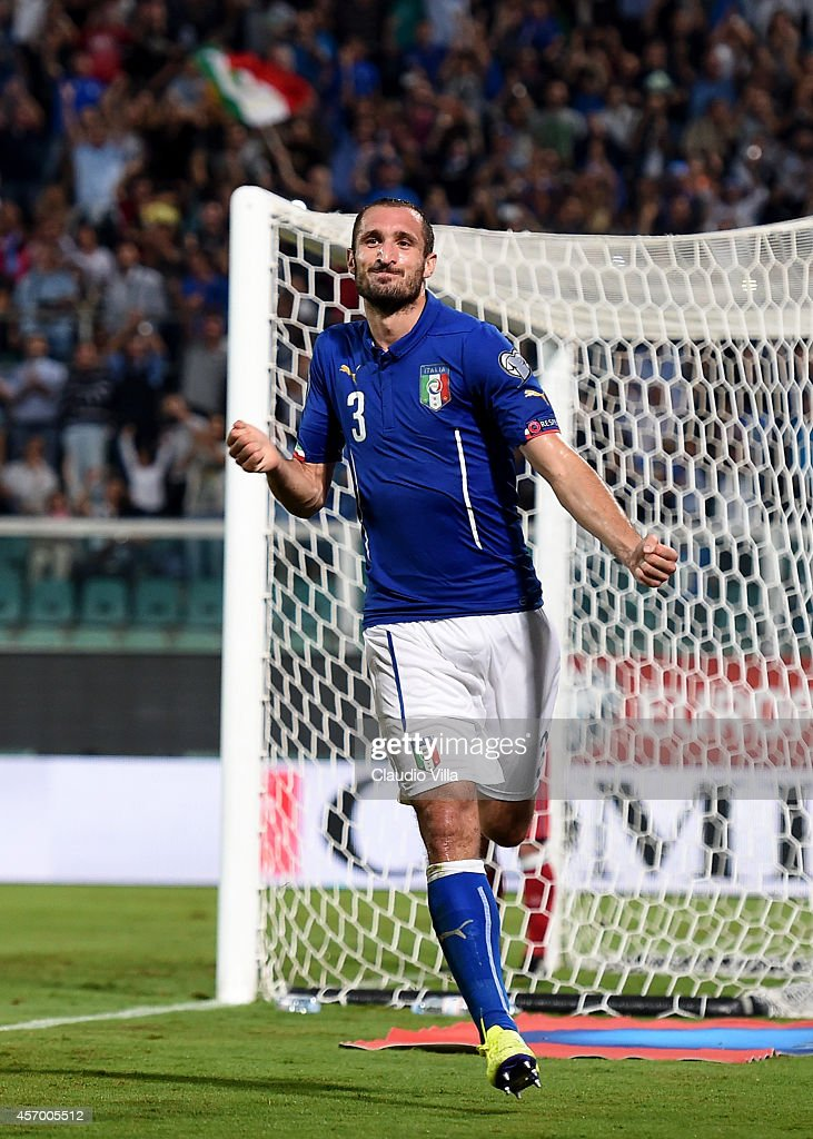 <a gi-track='captionPersonalityLinkClicked' href=/galleries/search?phrase=Giorgio+Chiellini&family=editorial&specificpeople=605793 ng-click='$event.stopPropagation()'>Giorgio Chiellini</a> of Italy #3 celebrates after scoring the opening goal during the EURO 2016 Group H Qualifier match between Italy and Azerbaijan at Stadio Renzo Barbera on October 10, 2014 in Palermo, Italy.