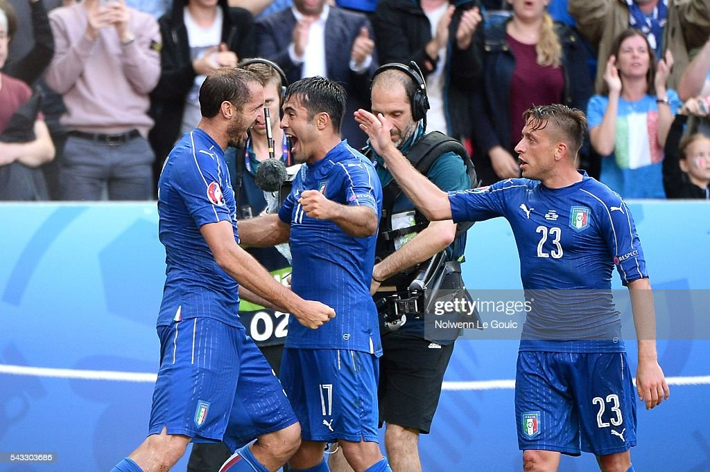 Giorgio Chiellini of Italy celebrates his goal with his team mates Eder and Emanuele Giaccherini during the European Championship match Round of 16 between Italy and Spain at Stade de France on June 27, 2016 in Paris, France.
