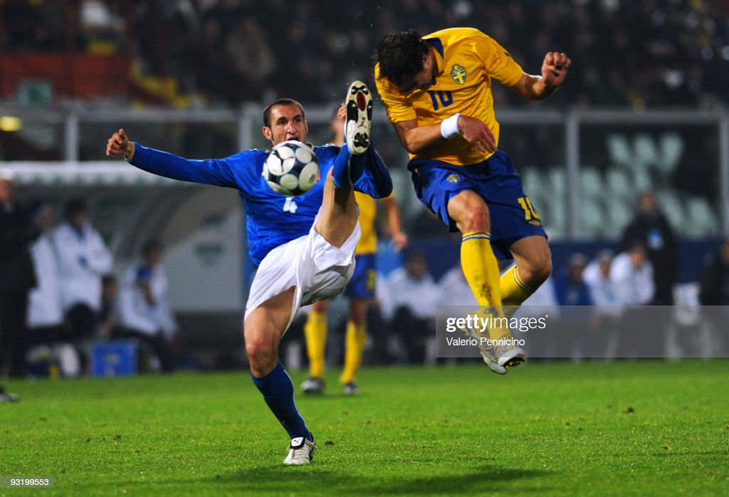 <a gi-track='captionPersonalityLinkClicked' href=/galleries/search?phrase=Giorgio+Chiellini&family=editorial&specificpeople=605793 ng-click='$event.stopPropagation()'>Giorgio Chiellini</a> (L) of Italy is challenged by <a gi-track='captionPersonalityLinkClicked' href=/galleries/search?phrase=Johan+Elmander&family=editorial&specificpeople=553763 ng-click='$event.stopPropagation()'>Johan Elmander</a> of Sweden during the international friendly match between Italy and Sweden at Dino Manuzzi Stadium on November 18, 2009 in Cesena, Italy.