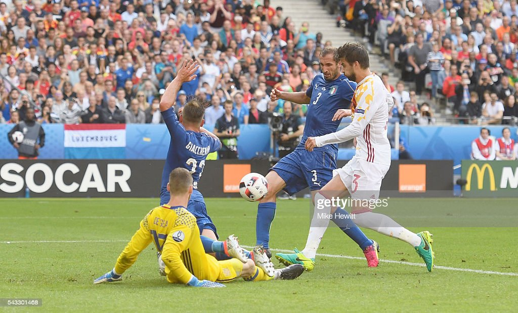 <a gi-track='captionPersonalityLinkClicked' href=/galleries/search?phrase=Giorgio+Chiellini&family=editorial&specificpeople=605793 ng-click='$event.stopPropagation()'>Giorgio Chiellini</a> (2nd R) of Italy scores the opening goal during the UEFA EURO 2016 round of 16 match between Italy and Spain at Stade de France on June 27, 2016 in Paris, France.