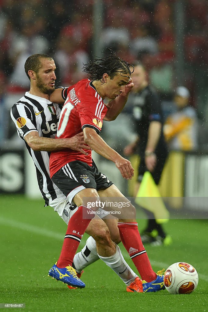 Giorgio Chiellini (L) of Juventus competes with Lazar Markovic of SL Benfica durig the UEFA Europa League semi final match between Juventus and SL Benfica at Juventus Arena on May 1, 2014 in Turin, Italy.