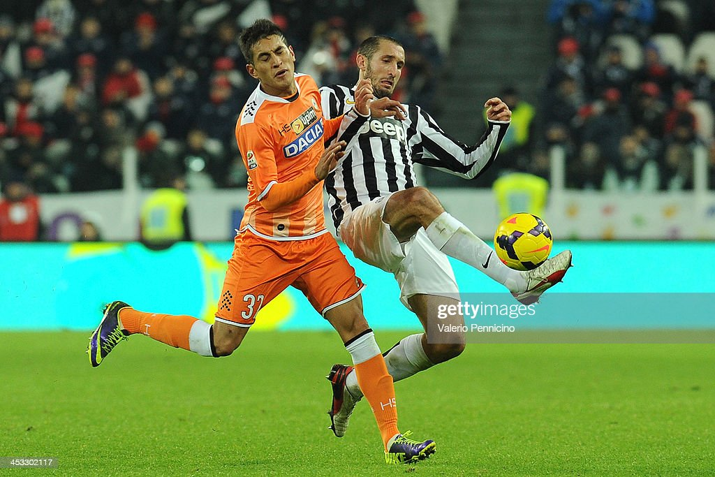 Giorgio Chiellini (R) of Juventus is challenged by Bruno Fernandes of Udinese Calcio during the Serie A match between Juventus and Udinese Calcio at Juventus Arena on December 1, 2013 in Turin, Italy.