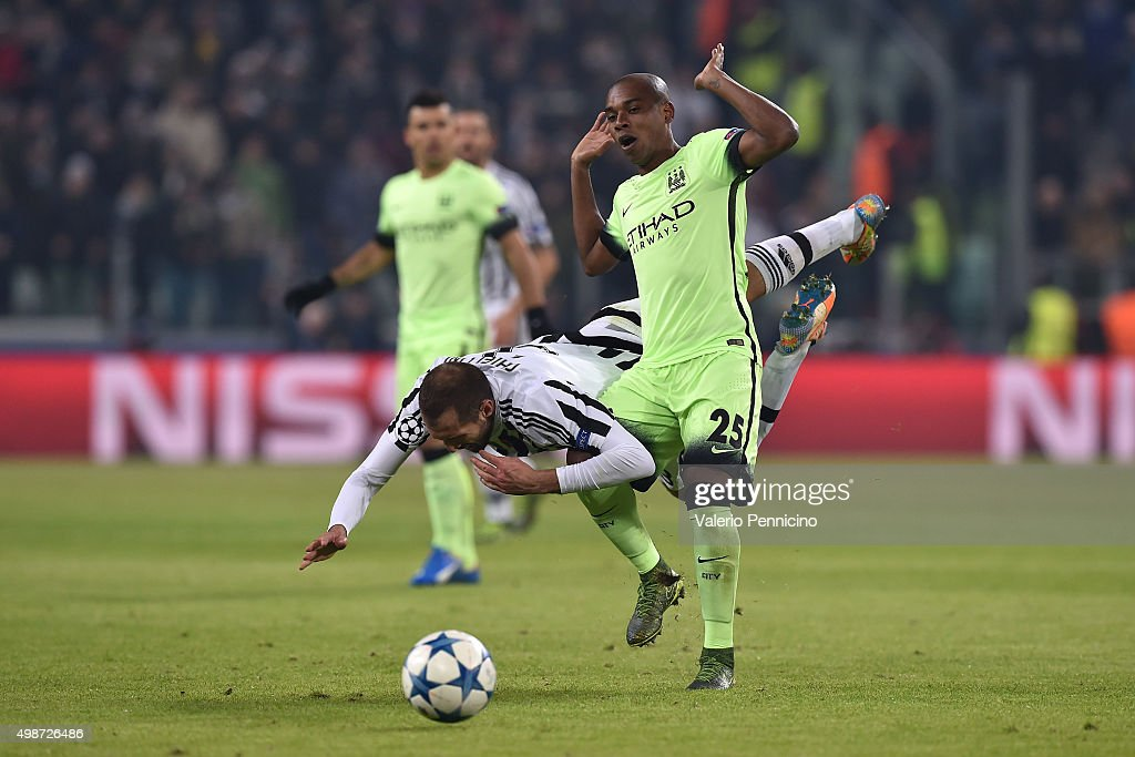 <a gi-track='captionPersonalityLinkClicked' href=/galleries/search?phrase=Giorgio+Chiellini&family=editorial&specificpeople=605793 ng-click='$event.stopPropagation()'>Giorgio Chiellini</a> (L) of Juventus is tackled by <a gi-track='captionPersonalityLinkClicked' href=/galleries/search?phrase=Fernandinho+-+Soccer+Player+-+Manchester+City&family=editorial&specificpeople=10093285 ng-click='$event.stopPropagation()'>Fernandinho</a> of Manchester City FC during the UEFA Champions League group stage match between Juventus and Manchester City FC at Juventus Arena on November 25, 2015 in Turin, Italy.