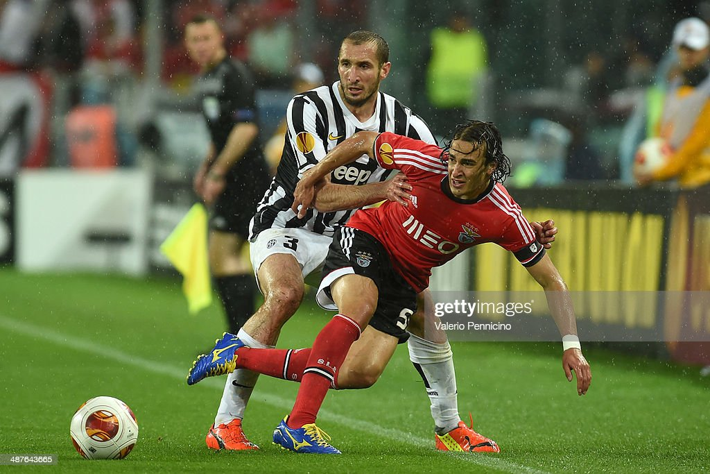 Giorgio Chiellini (L) of Juventus tackles Lazar Markovic of SL Benfica durig the UEFA Europa League semi final match between Juventus and SL Benfica at Juventus Arena on May 1, 2014 in Turin, Italy.