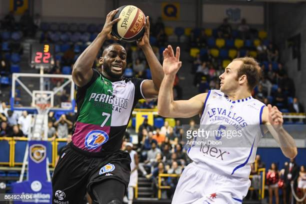 Giovan Oniangue of Boulazac and Remi Lesca of Levallois during the Pro A match between Levallois Metropolitans and Boulazac at Salle Marcel Cerdan on...