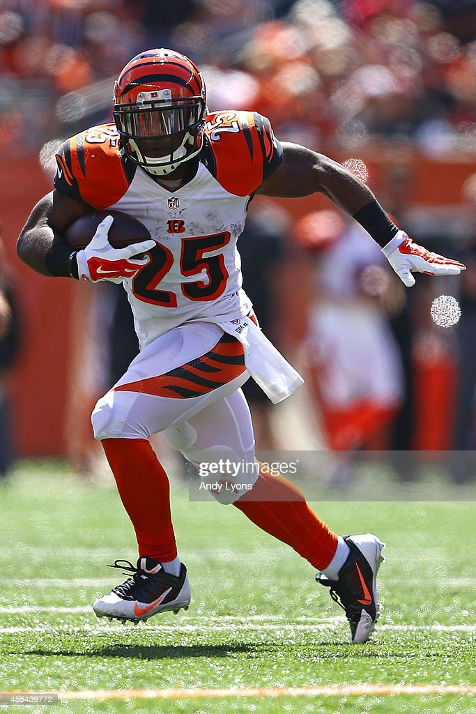 Giovani Bernard of the Cincinnati Bengals carries the ball during the first quarter against the Atlanta Falcons at Paul Brown Stadium on September 14...