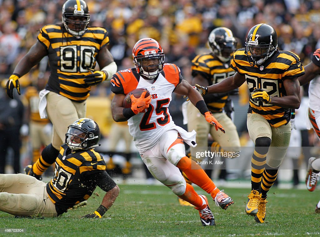 Giovani Bernard #25 of the Cincinnati Bengals in action during the game against the Pittsburgh Steelers on November 1, 2015 at Heinz Field in Pittsburgh, Pennsylvania.