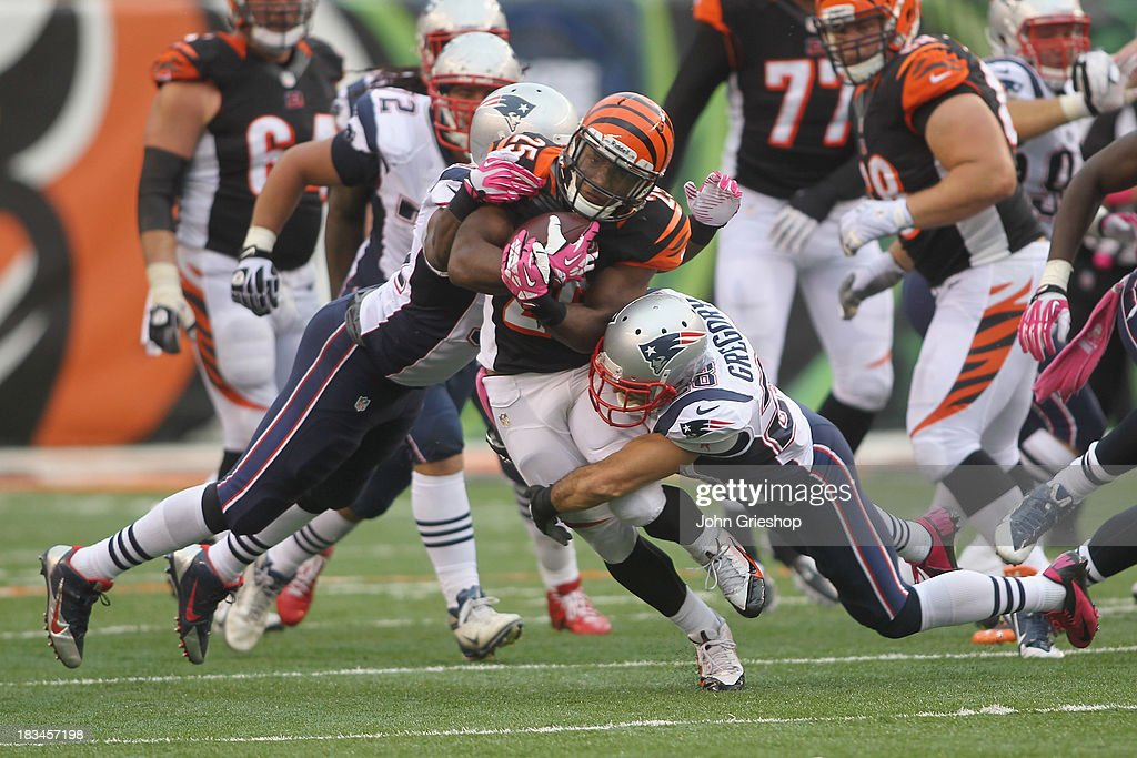 Giovani Bernard #25 of the Cincinnati Bengals runs the ball upfield during the game against the New England Patriots at Paul Brown Stadium on October 6, 2013 in Cincinnati, Ohio. The Bengals defeated the Patriots 13-6.