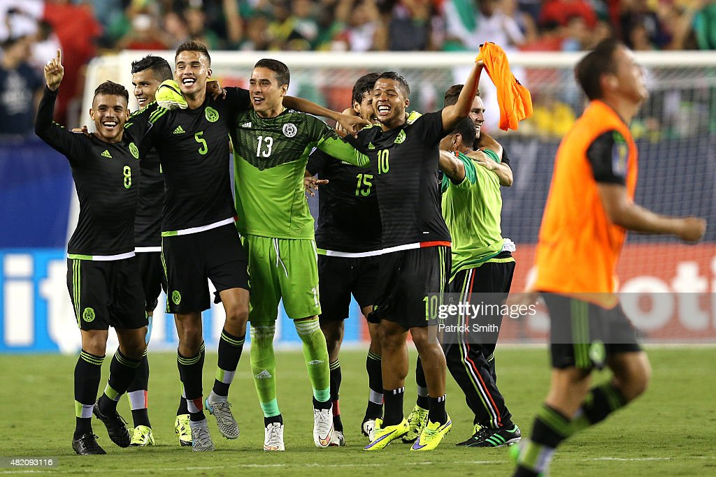 Giovani Dos Santos #10 of Mexico and teammates celebrate after defeating Jamaica in the CONCACAF Gold Cup Final at Lincoln Financial Field on July 26, 2015 in Philadelphia, Pennsylvania. Mexico won, 3-1.