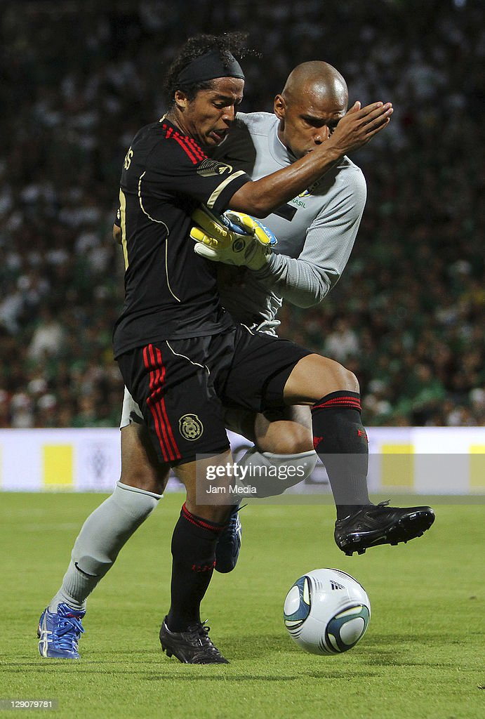<a gi-track='captionPersonalityLinkClicked' href=/galleries/search?phrase=Giovani+dos+Santos&family=editorial&specificpeople=4435901 ng-click='$event.stopPropagation()'>Giovani dos Santos</a> (L) of Mexico struggles for the ball with Jefferson de Oliveira (R) of Brasil during a friendly match between Mexico National Team and Brasil National Team at the Georgia Dome on October 11, 2011 in Torreon, Mexico.