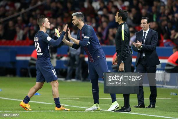 Giovani Lo Celso of PSG is replaced by Javier Pastore while coach of PSG Unai Emery looks on during the French League 1 match between Paris...