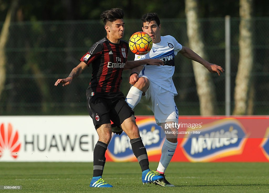 Giovanni Crociata of AC Milan competes for the ball with Mattia Bonetto of FC Internazionale Milano during the juvenile match between AC Milan and FC Internazionale at Centro Sportivo Giuriati on April 29, 2016 in Milan, Italy.