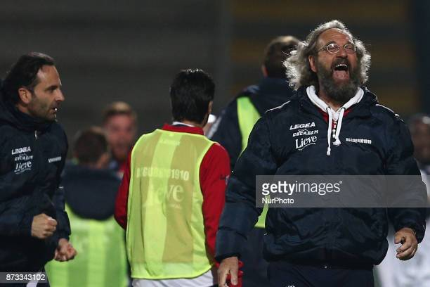 Giovanni Pagliari head coach of AS Gubbio 1910 celebrate the goal of 11 during the Lega Pro 17/18 group B match between Teramo Calcio 1913 and AS...