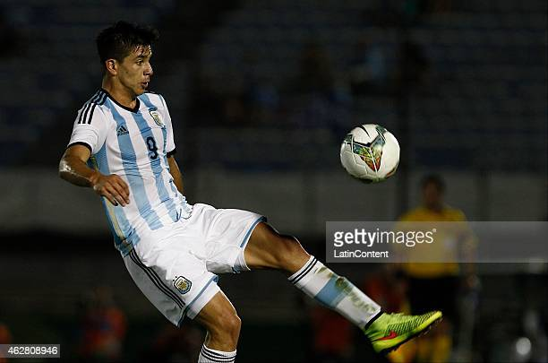 Giovanni Simeone of Argentina controls the ball during a match between Argentina and Paraguay as part of the fourth round of the second stage of U20...