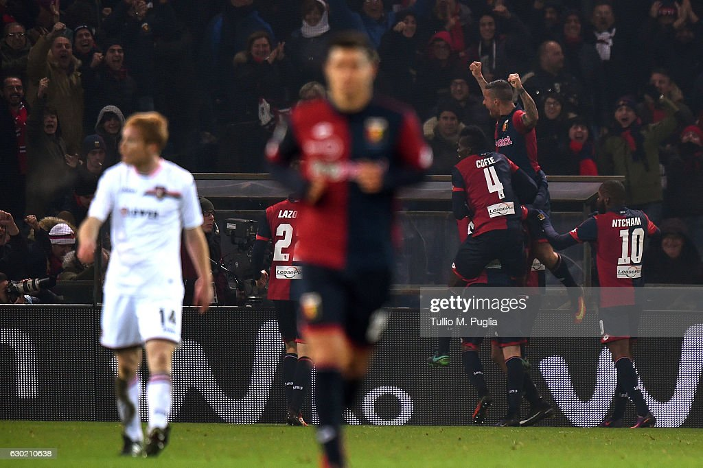 Giovanni Simeone of Genoa celebrates after scoring his second goal (2-1) during the Serie A match between Genoa CFC and US Citta di Palermo at Stadio Luigi Ferraris on December 18, 2016 in Genoa, Italy.