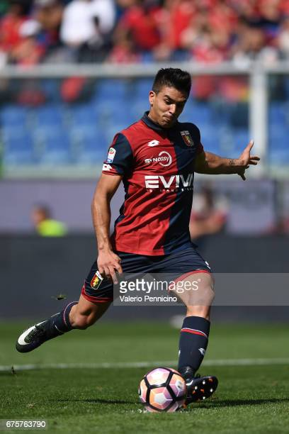 Giovanni Simeone of Genoa CFC misses a penalty during the Serie A match between Genoa CFC and AC ChievoVerona at Stadio Luigi Ferraris on April 30...