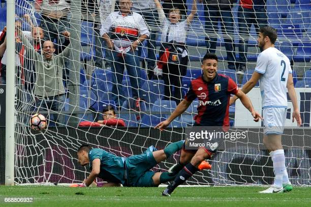 Giovanni Simeone of Genoa CFC scores a opening goal during the Serie A match between Genoa CFC and SS Lazio at Stadio Luigi Ferraris on April 15 2017...
