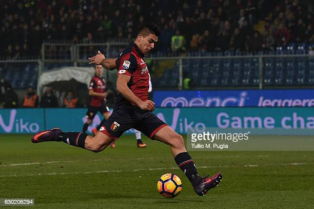 Giovanni Simeone of Genoa scores the opening goal during the Serie A match between Genoa CFC and US Citta di Palermo at Stadio Luigi Ferraris on...