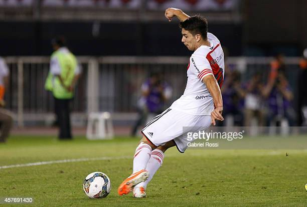 Giovanni Simeone of River Plate kicks to scoring the second goal of his team during a second leg match between River Plate and Libertad as part of...