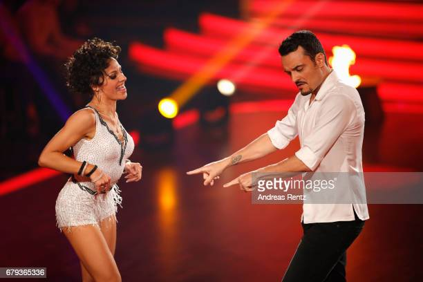 Giovanni Zarrella and Marta Arndt perform on stage during the 7th show of the tenth season of the television competition 'Let's Dance' on May 5 2017...