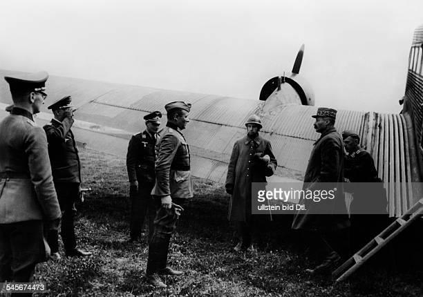 Giraud Henri*18011879General Franceprisoner of war arriving on an airport in Germany Photographer PresseIllustrationen Heinrich Hoffmann Published in...