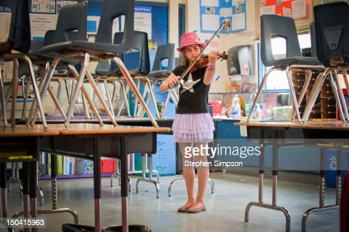 girl [11] practicing violin after school : Stock Photo