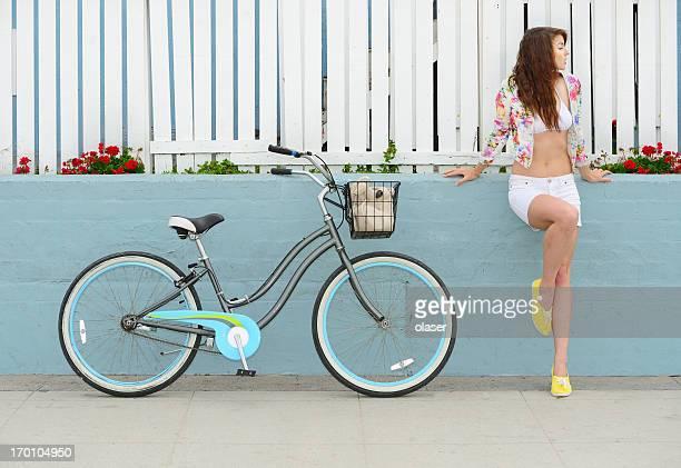 Ragazza e bicicletta