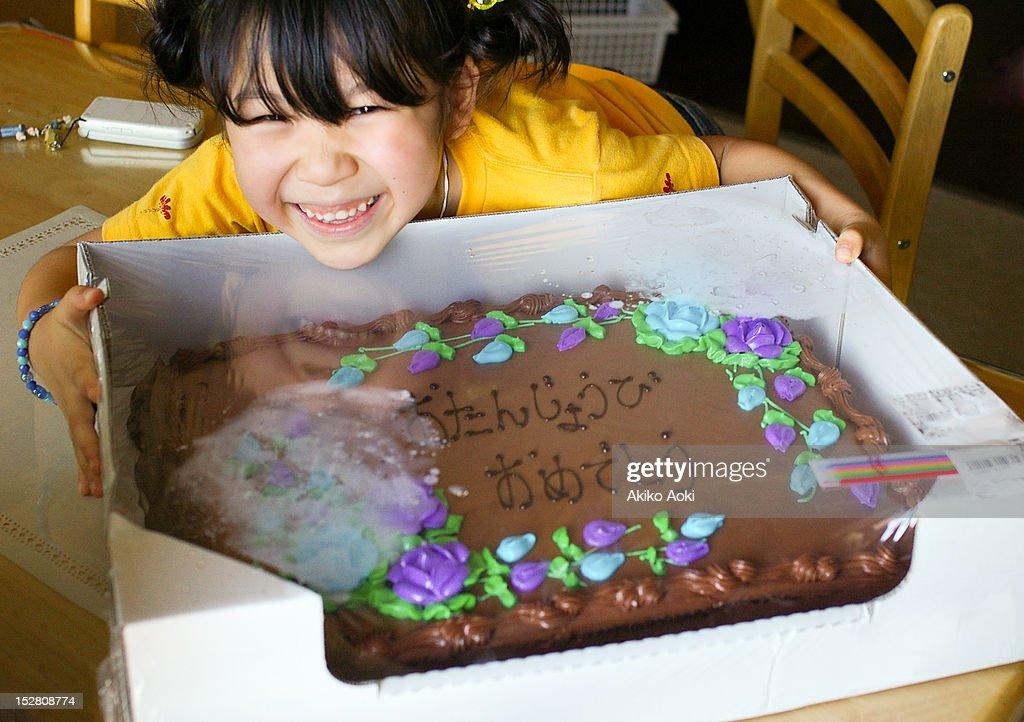 Girl and birthday cake : Foto de stock