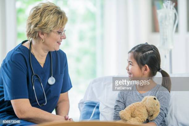 Mädchen und Arzt
